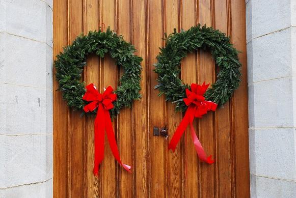 Besonders die Farbe Grün ist bei der Hautürdeko für Weihnachten sehr präsent und das geht auch wieder auf die keltischen Traditionen zurück.