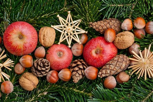 Natürlich dekorieren zu Weihnachten – das kann schon im Sommer und im Herbst beginnen.
