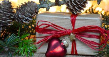 Fensterschmuck weihnachten basteln for Weihnachten wohnung dekorieren
