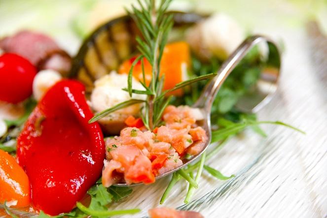 Antipasti: Paprika in Oel einlegen, damit veränderst man den Geschmack vom Paprka nicht wirklich macht ihn nur haltbarer.