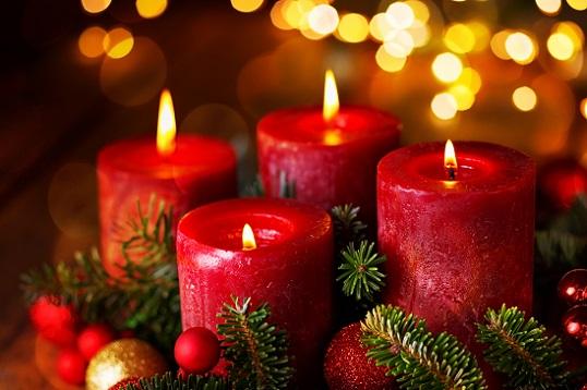 Erlaubt ist, was gefällt und sowohl von innen als auch von außen so richtig weihnachtlich aussieht und die Gemüter erfreut!