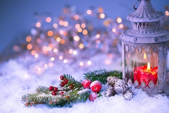 Wenn Sie diese Weihnachtsdeko selber basteln möchten, brauchen Sie nicht viel Zeit, denn die kleinen Weihnachtsbäume sind schnell gestaltet.