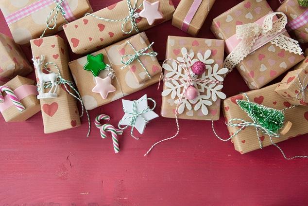 Generell können Geschenke für Kinder ruhig bunter, fantasievoller und extravaganter ausfallen – die Kids sollen bereits unter dem Weihnachtsbaum sehen, welches Geschenk für sie vorgesehen ist. (#01)