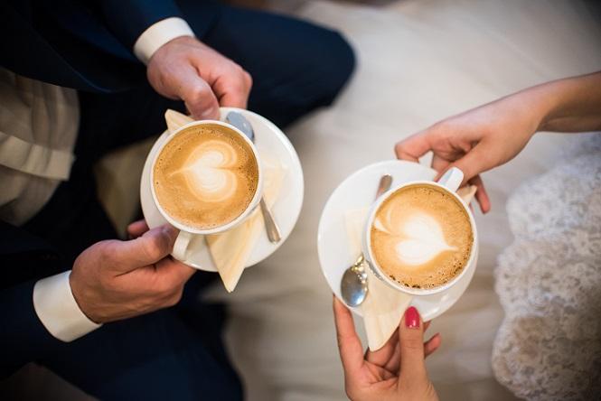 Bei dem hier genannten Rezept handelt es sich um die Grundlage für einen klassischen Cappuccino. Inzwischen gibt es aber auch viele Menschen, die gerne einen besonderen Geschmack bei ihrem Getränk hätten. (#04)