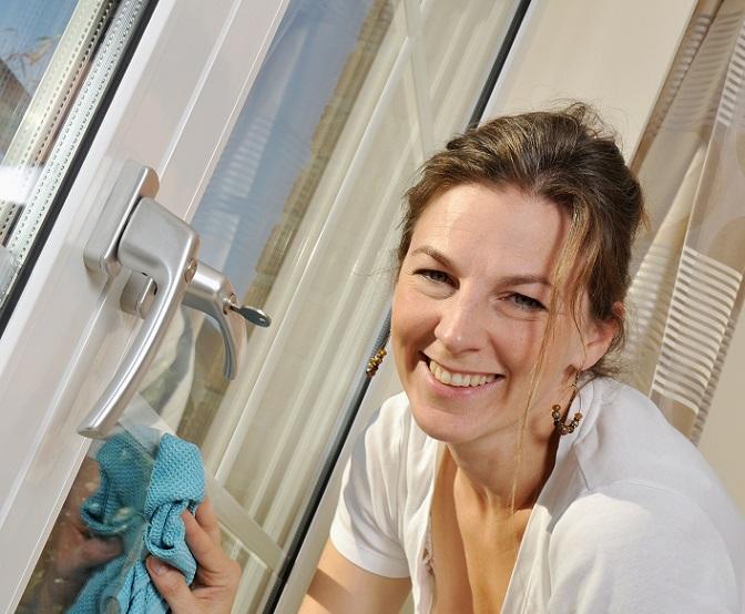 Beim Fenster Putzen mit Essig stellt sich die Frage, was diese Säure denn sonst noch alles kann. Und gibt es einen Unterschied zwischen normaler Essigsäure und Essigessenz? (#01)