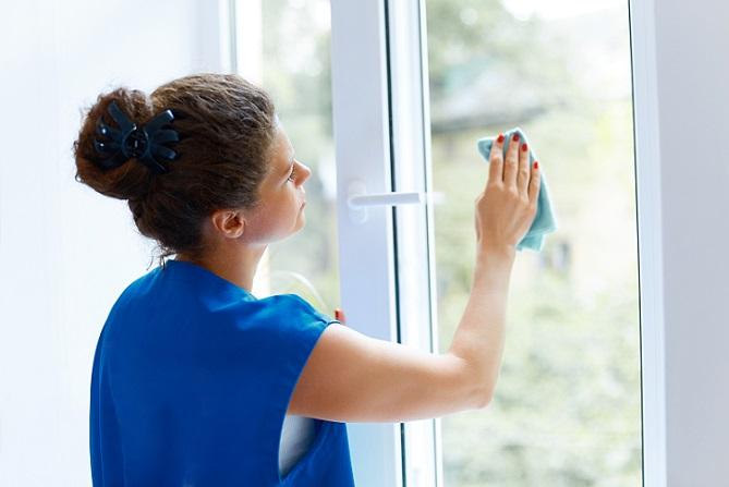 Stellen Sie sich die Frage: Mit was putze ich Fenster streifenfrei? Wenn ja, setzen Sie sicherlich einiges daran, die Scheiben wirklich sauber zu bekommen. (#03)