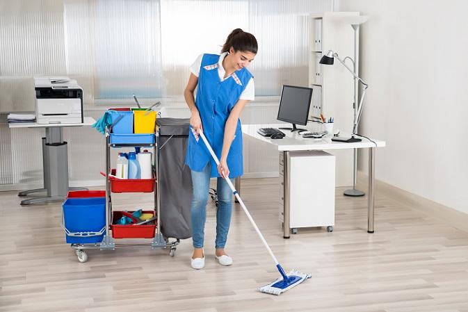 Waren es früher nur Unternehmen, die eine eigene Putzkolonne für die Reinigung beschäftigten, geht der Trend hin zu privaten Haushalten. (#01)