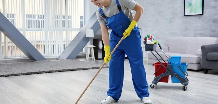 Wenigstens einmal im Monat sollte eine wirkliche Grundreinigung der Wohnung vorgenommen werden. Der Putzplan ist dann recht umfassend und sieht neben der normalen wöchentlichen Reinigung auch das Abwischen der Scheuerleisten vor. (#03)