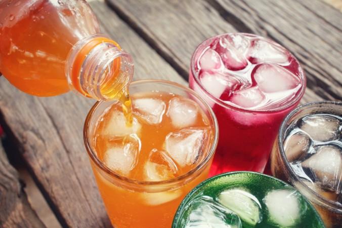 Aspartam versteckt sich in vielen Lebensmitteln als E951. Unter Anderem in Light Limonaden, aber auch in manchen Joghurts und Süßigkeiten um nur ein paar Beispiele zu nennen. (#1)