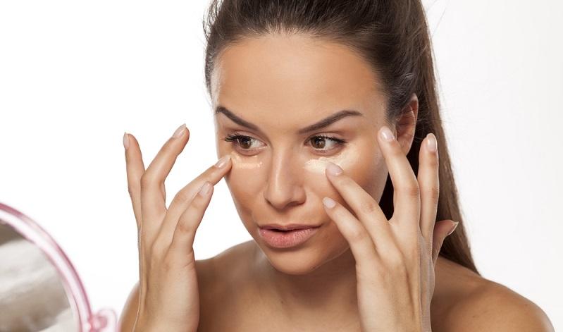 Die Grundierung ist die Basis eines jeden Make ups, egal ob für ein natürliches Make up oder einen dramatischen Look für den Abend. (#02)