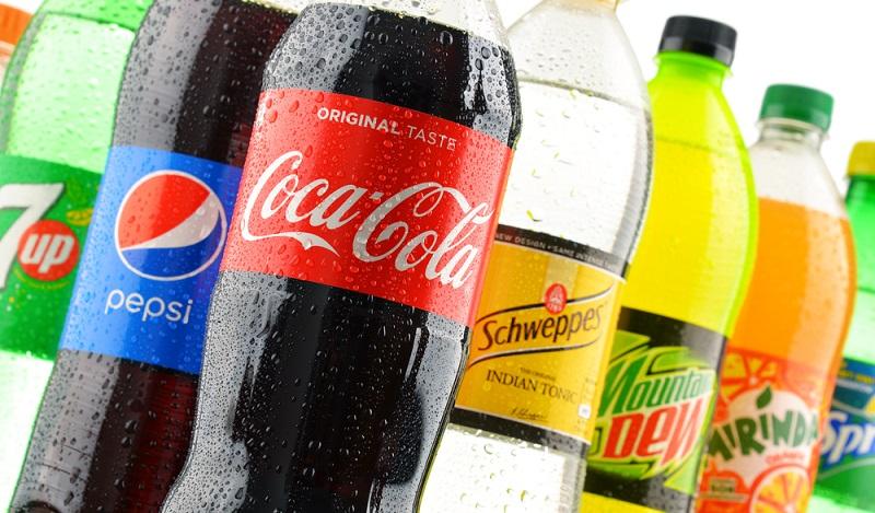 Besonders hinterhältig sind Süßgetränke wie Cola und Limonaden, denn in denen versteckt sich der Zucker in besonders hohen Dosierungen. Es stellt sich die Frage ist Zuckerersatz gesünder? (#02)