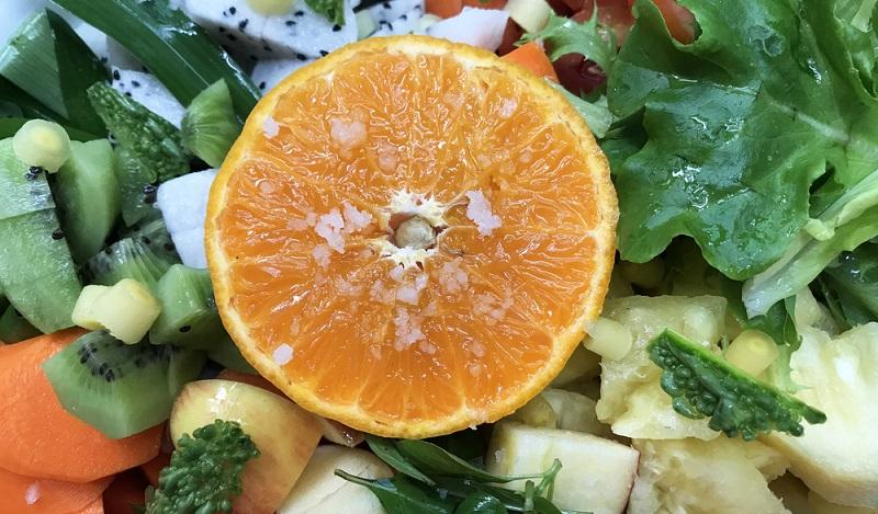 Mit einer Prise Salz schmeckt eine Wassermelone gleich noch süßer. Eine Alternative ist Salz als Zuckerersatz und sparsam eingesetzt auch gesund. (#04)