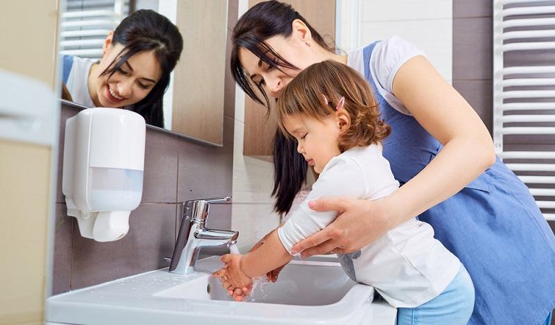 Hygiene ist das A und O gegen Schnupfen & Co.: Mit regelmäßigem Waschen der Hände lassen sich Erkältungen gut vorbeugen. (#02)