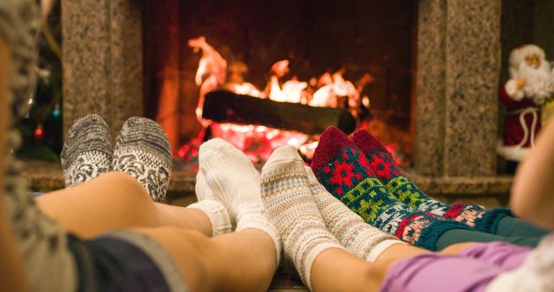 Erst ins heiße Bad und dann in die Socken: Wärme ist ein effektives Mittel gegen jede Erkältung. (#04)