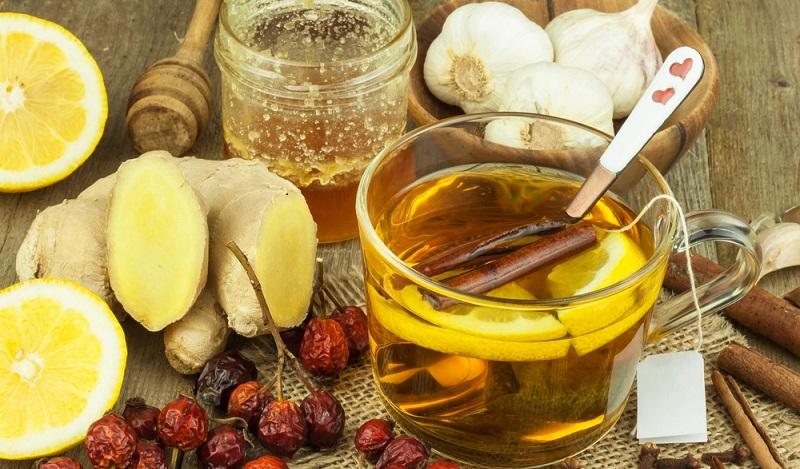 Ernährung um einer Erkältung vorzubeugen: Neben Vitamin C sollte Tee, viel Obst und Gemüse aber auch leichtes Fleisch zu sich genommen werden. (#01)