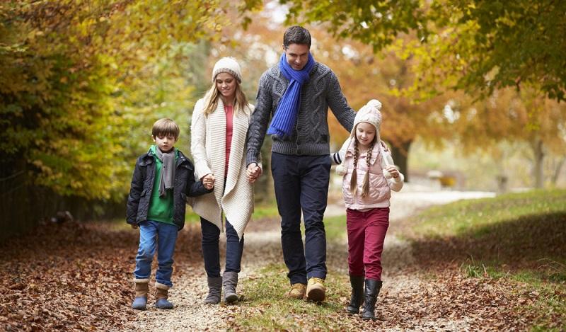 Auch in der nass-kalten Jahreszeit: Wer sich an der frischen Luft bewegt, der stärkt sein Immunsystem und beugt einer Erkältung vor. (#03)