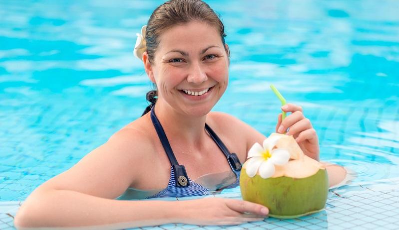Tolle Nachrichte: Dass Kokosmilch gesund ist, ist also keine Märchen. Zudem schmeckt sie auch hervorragend. Besonders in Kombination mit frischen, tropischen, recht säurehaltigen Früchten wie Ananas, Mango oder Pfirsich.(#02)