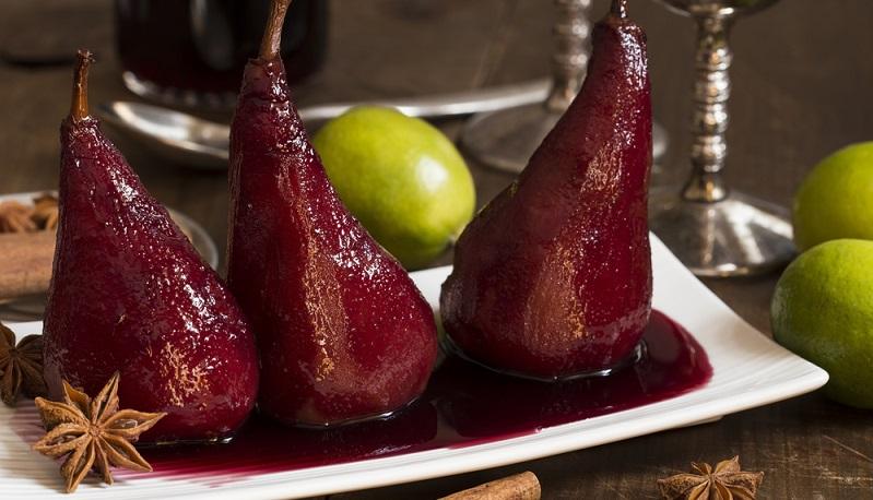 Wie es schon das Wort sagt, werden die Birnen eingekocht. Dazu braucht es neben den Birnen selbst auch die Flüssigkeit in den Gläsern. (#03)