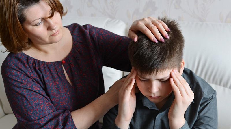 Die Anfälligkeit für Migräneattacken ist genetisch bedingt und nicht heilbar. Betroffene müssen zunächst einmal herausfinden, welche Reize eine Attacke triggern.