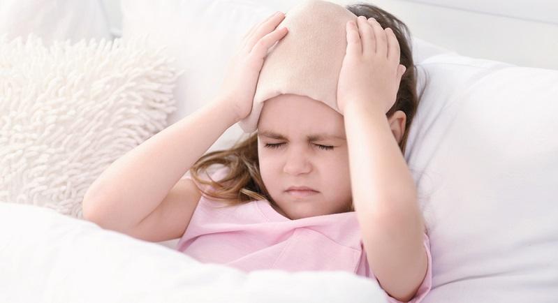Eltern haben den Eindruck, dass Kinder heutzutage im Vergleich zur eigenen Kindheit vermehrt unter Kopfschmerzen leiden.
