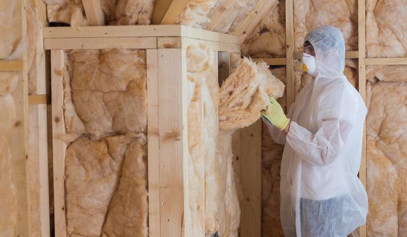 Dämmungen können auch nachträglich von außen oder von innen angebracht werden, selbst die Dämmung innerhalb der Außenwände durch das Einblasen von Dämmmaterial ist inzwischen möglich.