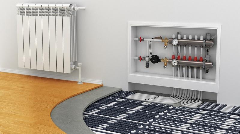 Heizkosten sparen: Bei einer Fußbodenheizung verteilt sich die Wärme über die gesamte Wohnfläche. (#03)