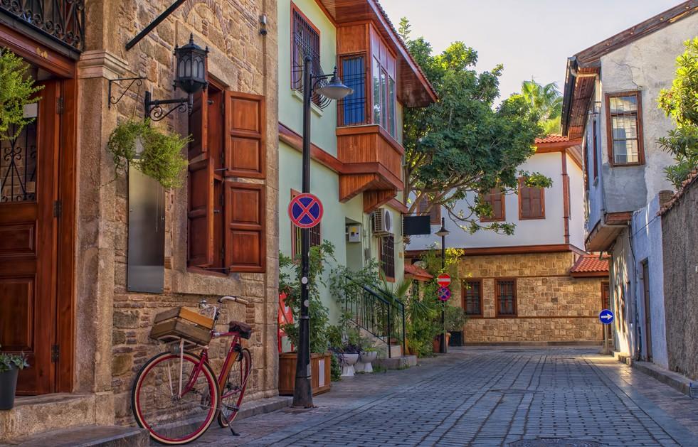Die Altstadt Kaleici in Antalya wäre mir einer der angenehmsten Standorte für unser Glückshotel Türkei. Von hier aus erreicht man alle Punkte in Antalya recht schnell. Von Konyaalti Beach bis zur Festung Hidirlik Kalesi (#1)