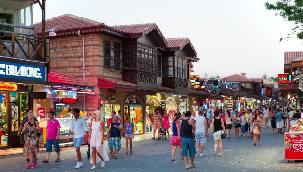 Wenn schon Glückshotel Türkei, in Antalya dann auch den großen Basar. Das gesparte Geld will gleich gut investiert werden. (#3)