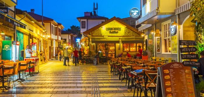 Das Glückshotel Türkei wünschen wir uns in Städten wir hier in Antalya oder auch in Adana.