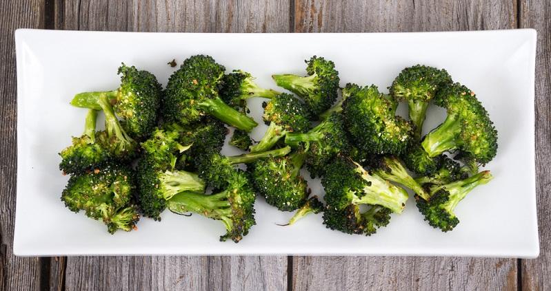 Brokkoli zubereiten: Gegrillt aus dem Backofen schmeckt er besonders lecker.