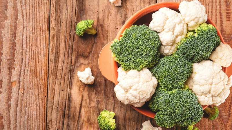 Brokkoli oder Blumenkohl zubereiten? Beide Gemüse sind sehr gesund, Brokkoli noch etwas mehr als Blumenkohl.