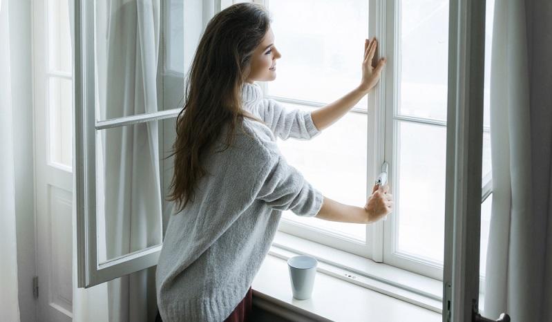Immer noch wird bei vielen Leuten das Fenster einfach in Kippstellung belassen.( Foto: Shutterstock-BLACKDAY )