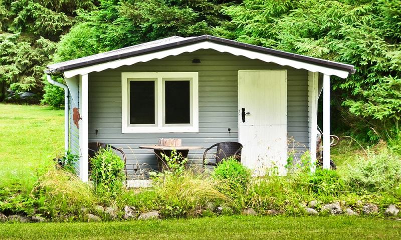 Im Gartenhaus kann man sowohl im Winter als auch im Sommer arbeiten. ( Foto:  Shutterstock- Brinja Schmidt  )